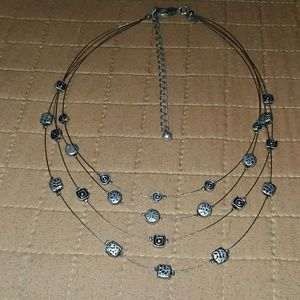 Jewelry - No Designer SILVER TONE FREE FLOATING necklace